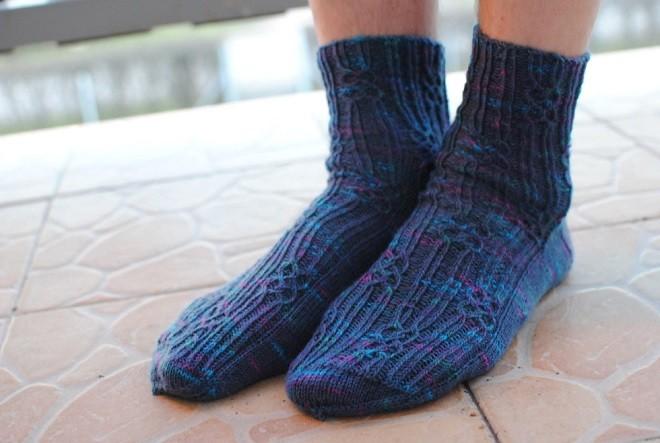 Связанные своими руками носки в подарок