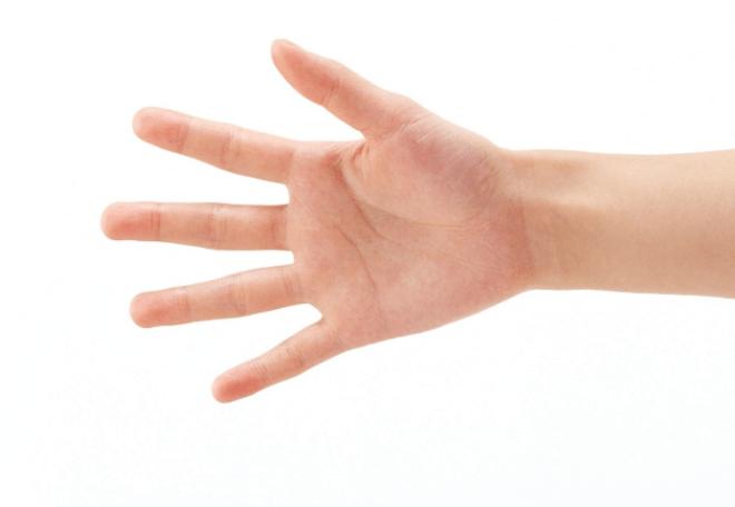 К чему чешется правая или левая рука (ладонь), кулак: утром или вечером – примета по дням недели для девушек и мужчин