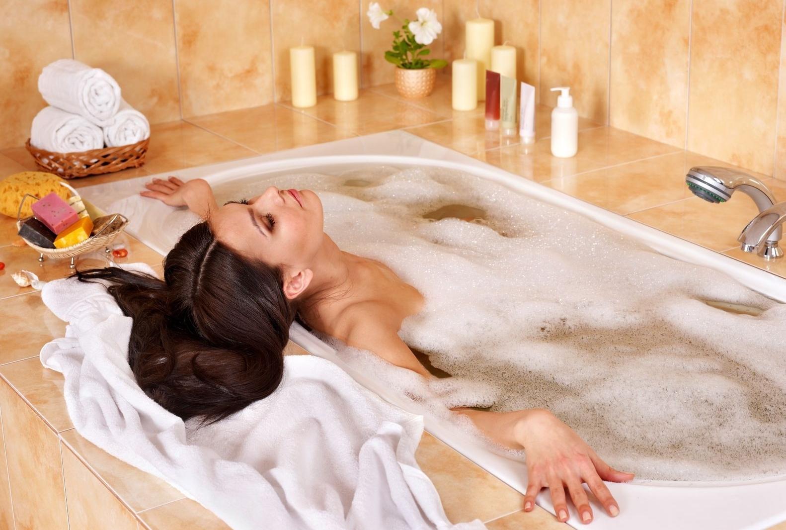 женщина в ванной картинки актер