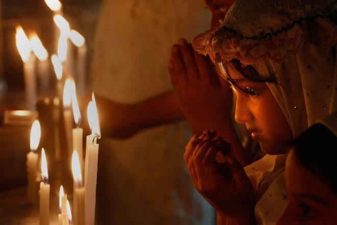 дети молятся