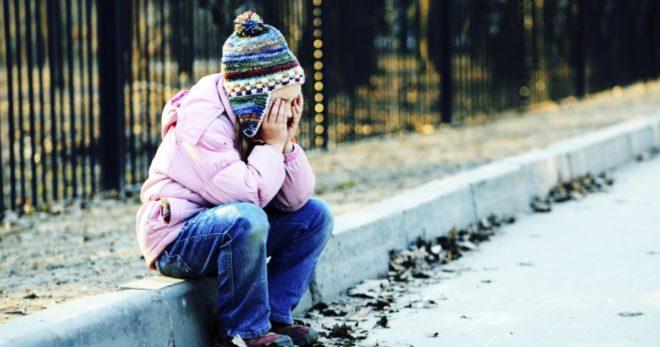 девочка на улице