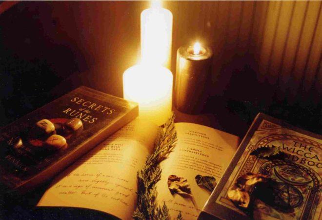 книги и свеча