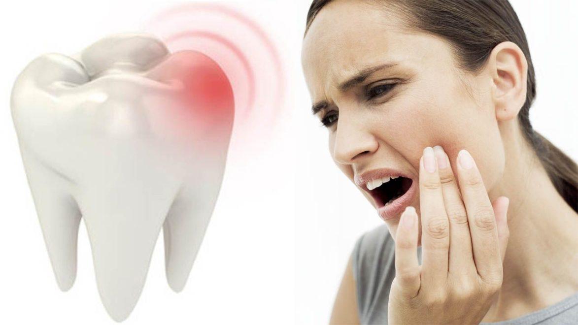 ноющая зубная боль у девушки