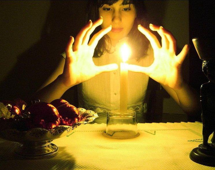 девушка заговор свеча