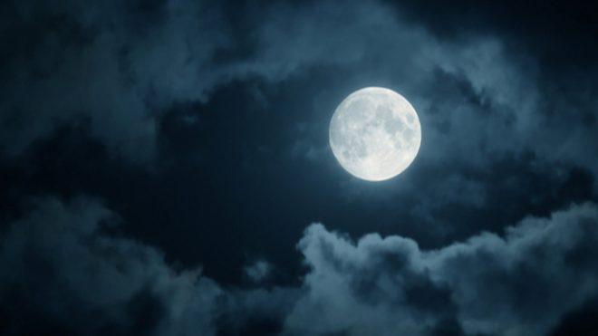 полная луна и облака