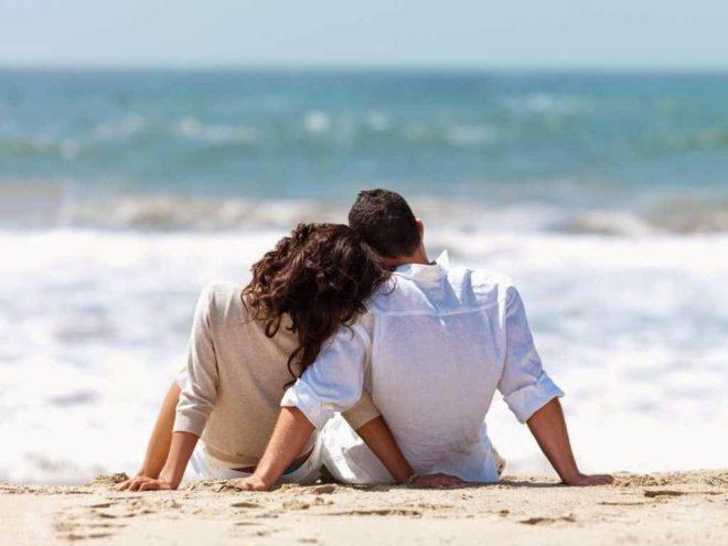 мужчина и женщина на пляже