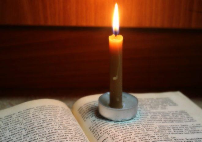 свеча на книге