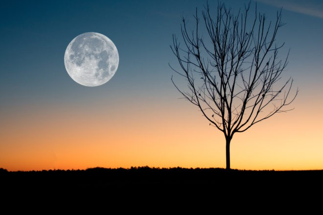 Луна переходит в убывающую фазу