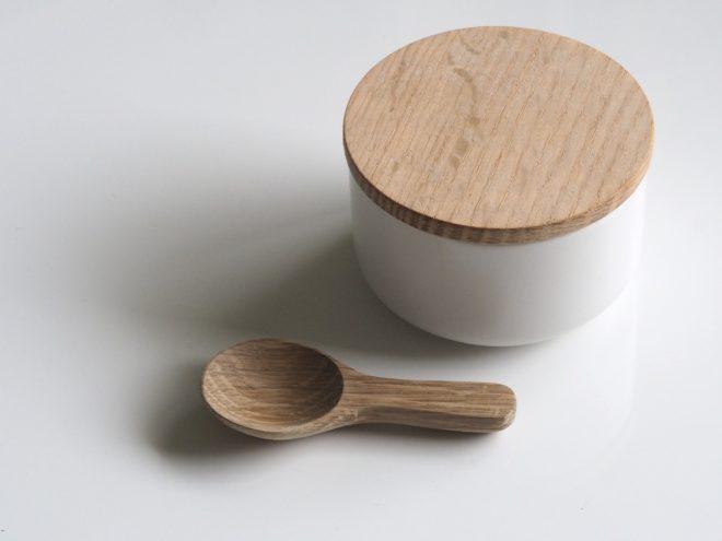 деревянная ложка и миска
