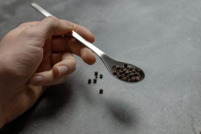 Ложка загребушка с черным перцем