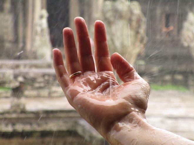 Мокрая рука