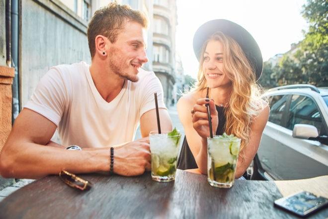 парень с девушкой на свидании