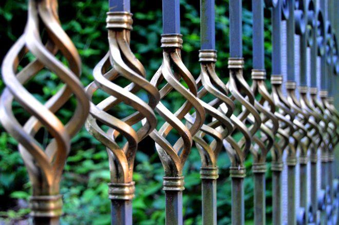забор кладбища