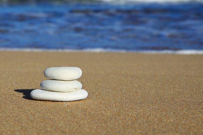 галька на песке