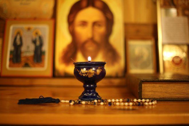 иконы и свеча