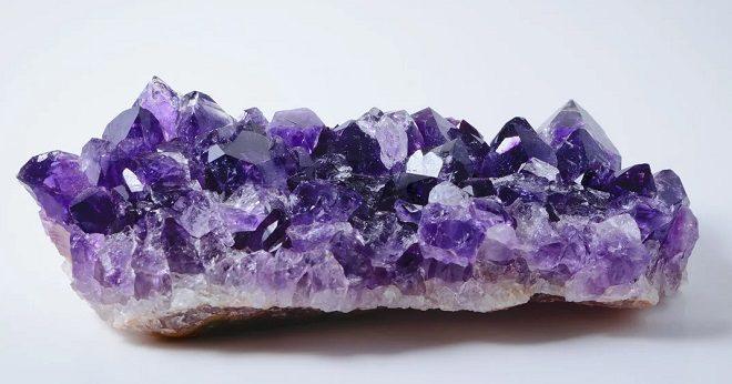 фиолетовые камни действие