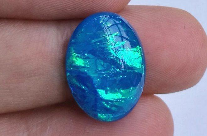 голубые камни действие