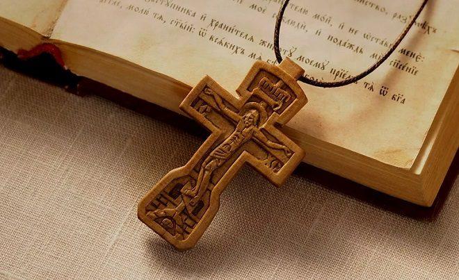 нательный крестик применение